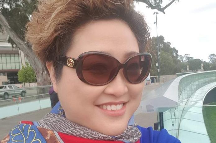 华人女商人Sally Zou把自己的金矿公司清盘,称公司欠她3500万元