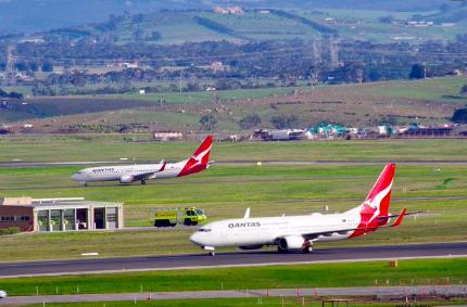 由于狂野天气席卷澳洲东南,墨尔本和悉尼的几十个航班停飞