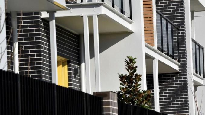 申领政府补贴人数减少,但住不起房子的人越来越多