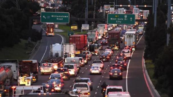 道路施工致墨尔本多条主要道路关闭,早高峰部分交通完全停滞