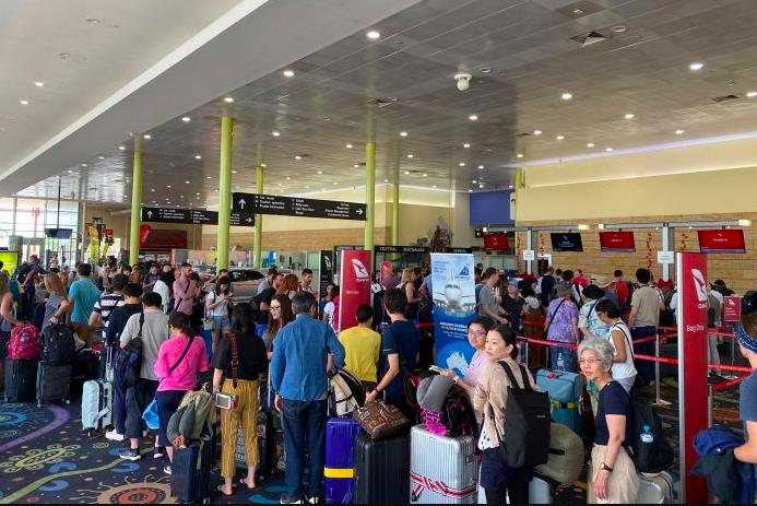 Telstra断电影响了乌鲁鲁机场办票系统,澳航维珍设法登机但是捷星取消了航班