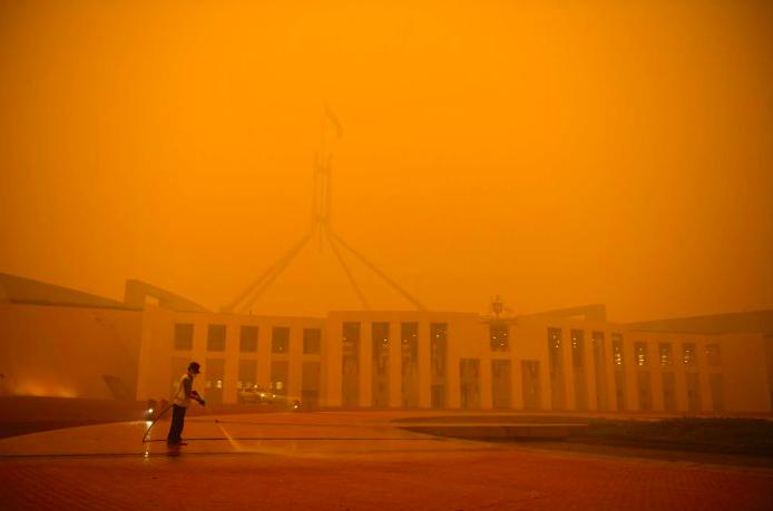 澳洲首都堪培拉出现橙色天空,多个公家机构关门