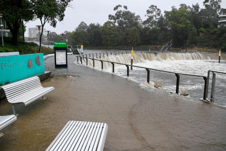 大雨倾盆而下,新州全境洪水警告