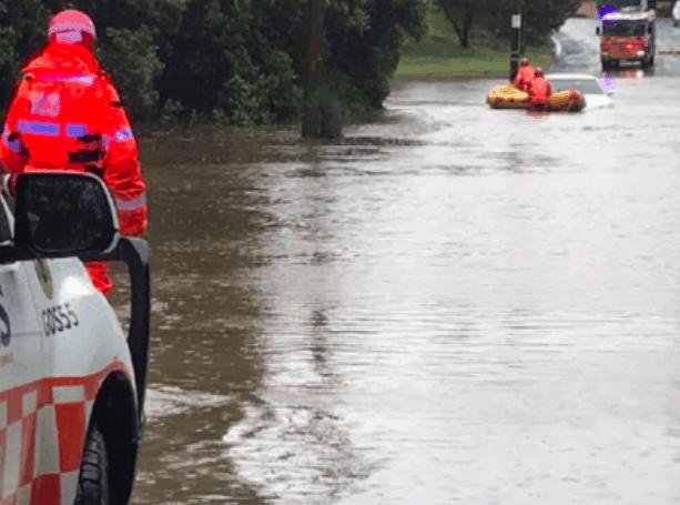 紧急!230km/h变态台风暴袭澳洲!悉尼全淹了!新州当局提醒小心洪水、塌方