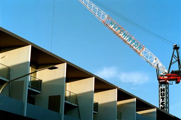 """月获批住房创25年新高,机构警告称:""""恐难持续"""""""""""
