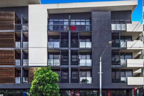 在公寓聚餐的7名中国留学生被罚款1.1万元