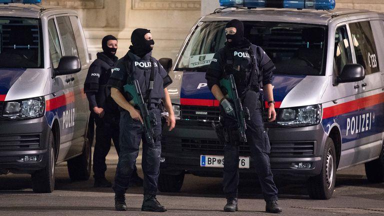 """""""手法非常专业"""":奥地利突发恐袭至4人死亡数十人受伤"""