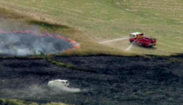 墨尔本惊现草地火灾!疯狂蔓延中 这些居民已经疏散