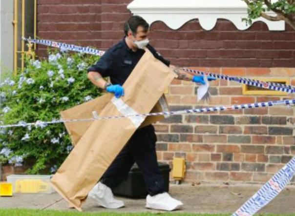 悉尼知名房产代理与两女发生冲突,一言不合抄起「武士刀」狂砍!