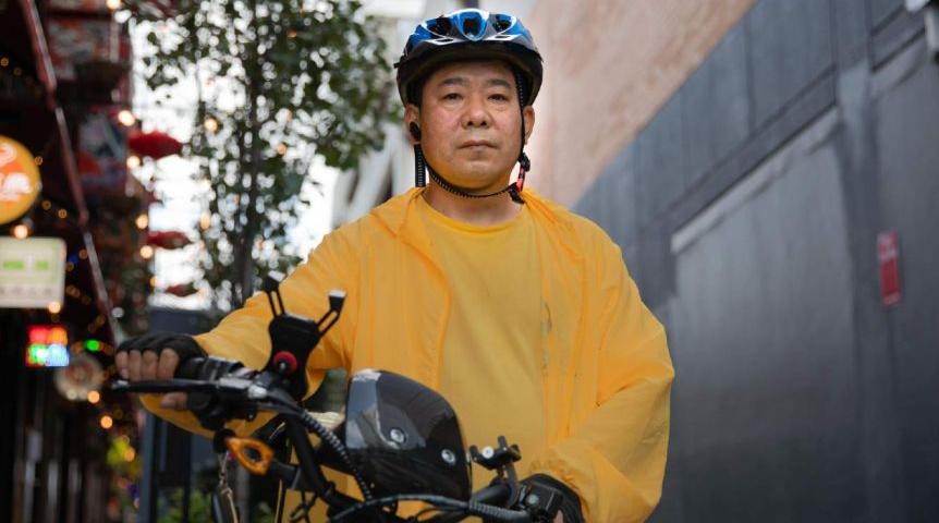 华人外卖骑手遭不当解雇,原因是不应抱怨减薪