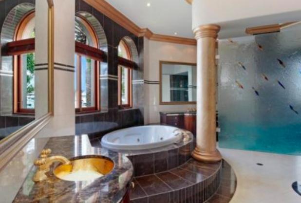 中国富商拖欠房贷吃大亏!曾挂牌00万的昆州豪宅 只卖1万
