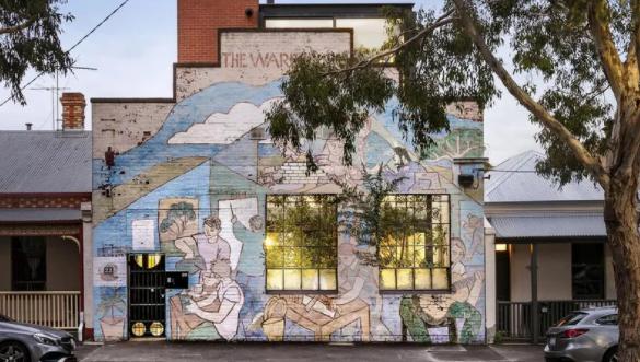 澳工厂改造房以0万挂牌,外墙壁画为突出特点