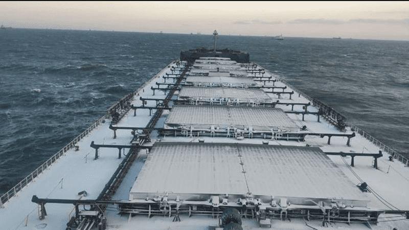 """""""浮动监狱""""? 澳洲运煤船在海上漂泊一年后驶入港口"""