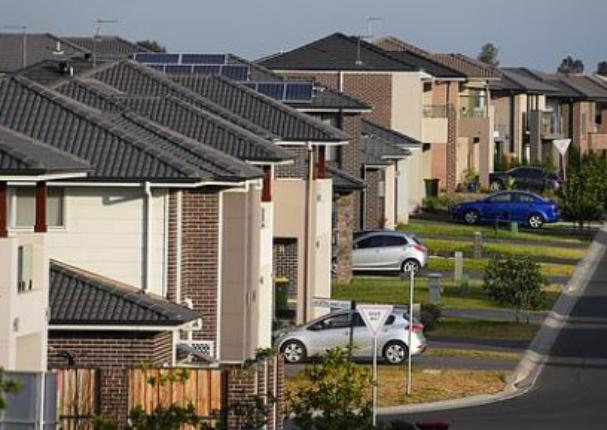 在澳买房平均首付两年涨万!一成澳人想买房得存十年的钱!