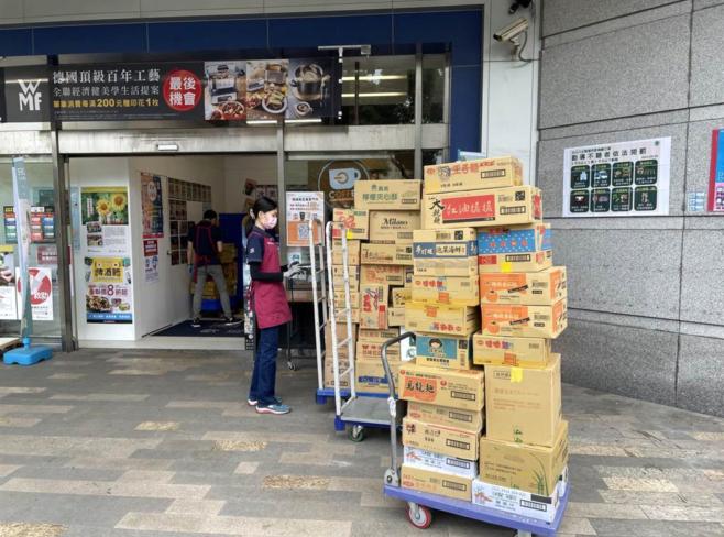 台湾疫情爆发,单日暴增180病例!民众疯抢抢购爆发肢体冲突