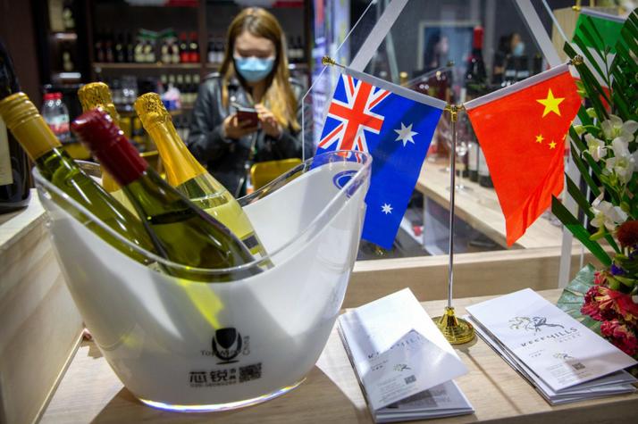 中澳关系陷入低谷,澳贸易部长承认:中方4个月没回信,会等下去