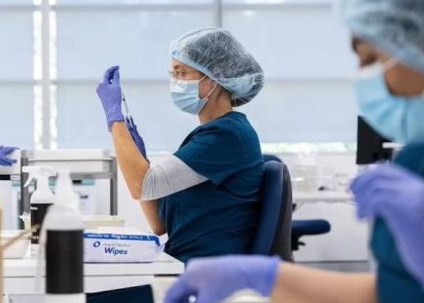 澳洲母亲接种阿斯利康疫苗后死亡 儿子后悔不迭:不该叫她接种!