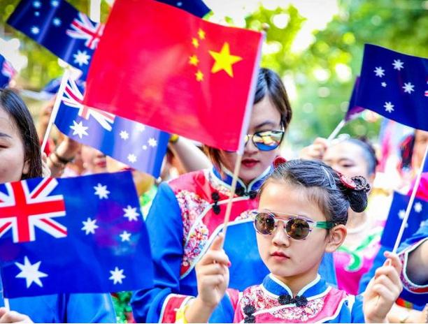 澳洲新移民拿福利要等4年!明年1月起正式实施,数万家庭受影响