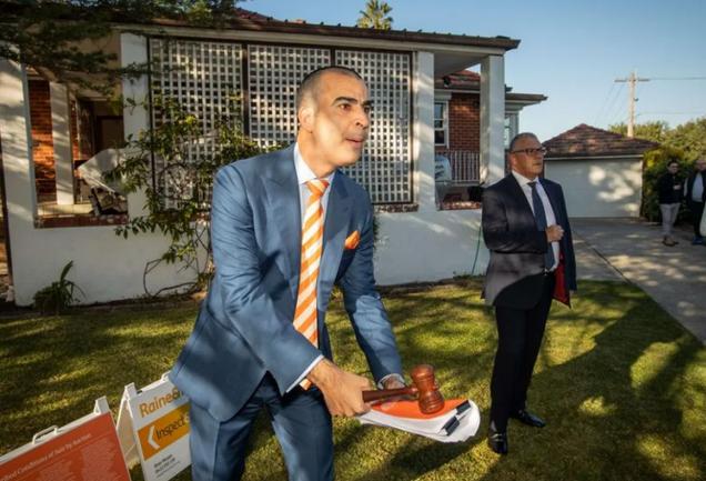 悉尼华人0万买下4居室老屋,超底价万!拍卖师:成交价令人惊讶
