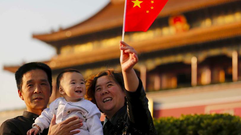 为缓解人口老化问题 中国推行三胎政策