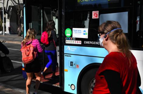 新州放弃用巴士送学生打疫苗计划,学生得自行安排交通
