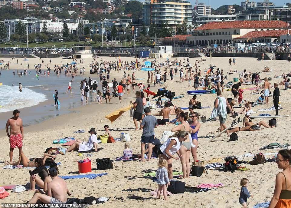 Bondi海滩被挤爆!游客不惧疫情,前往海边享受日光浴,卫生厅长:新鲜空气 很安全