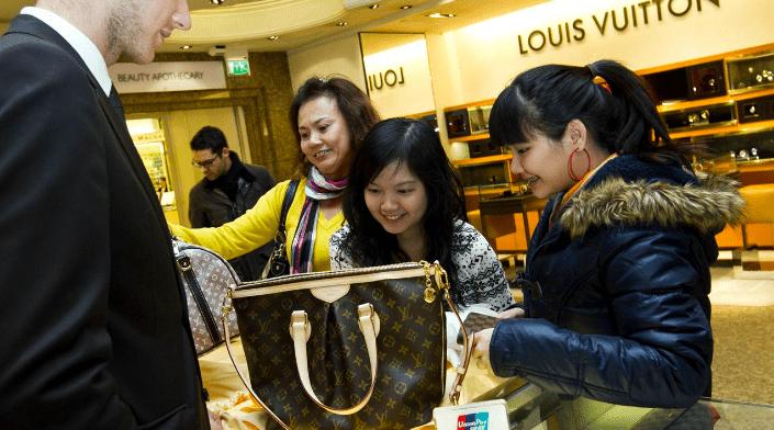 中国消费开支未来10年料急增 女性及家庭结构变化为主要动力