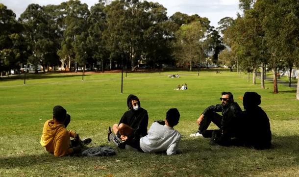 卫报民调:大多数澳洲人支持强制打疫苗