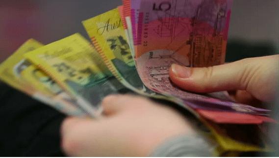 因无力支付账单,澳华女承认挪用公款.2万,曾任奢侈品店经理